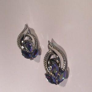 Gorgeous VTG Coro set. Bracelet and clip earrings